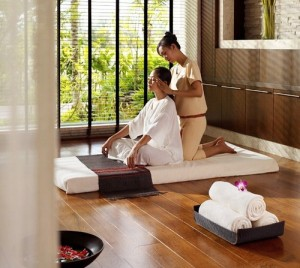 image of Thai massage in spa setting