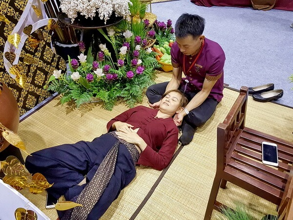 Thai neck massage therapy