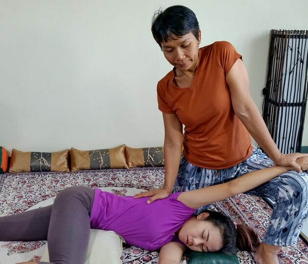Thai Massage shoulder traction