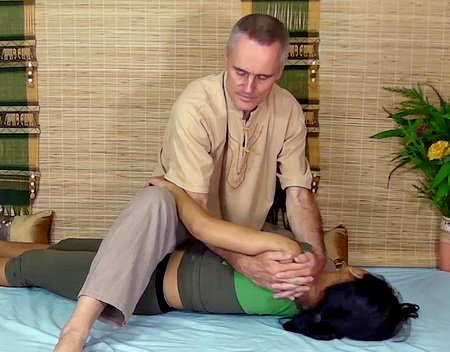 thai massage upper back twist