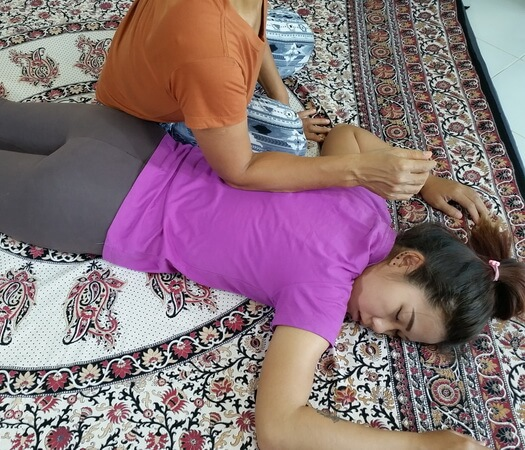 Hands free Thai Massage technique for the back