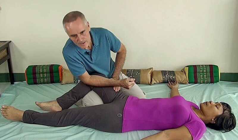 Thai Massage knee-therapy
